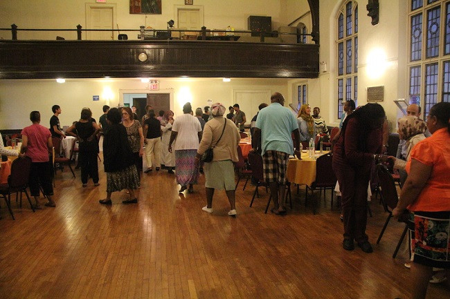 Iftar-with-members-of-Grace-Episcopal-Church (3)
