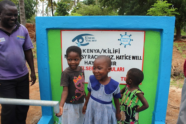 Syracuse-Community-Opened-a-Water-Well-in-Kenya (2)