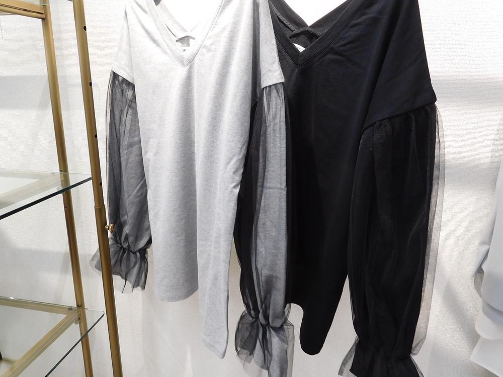 グレー、ブラックの2色です。11000円+TAX