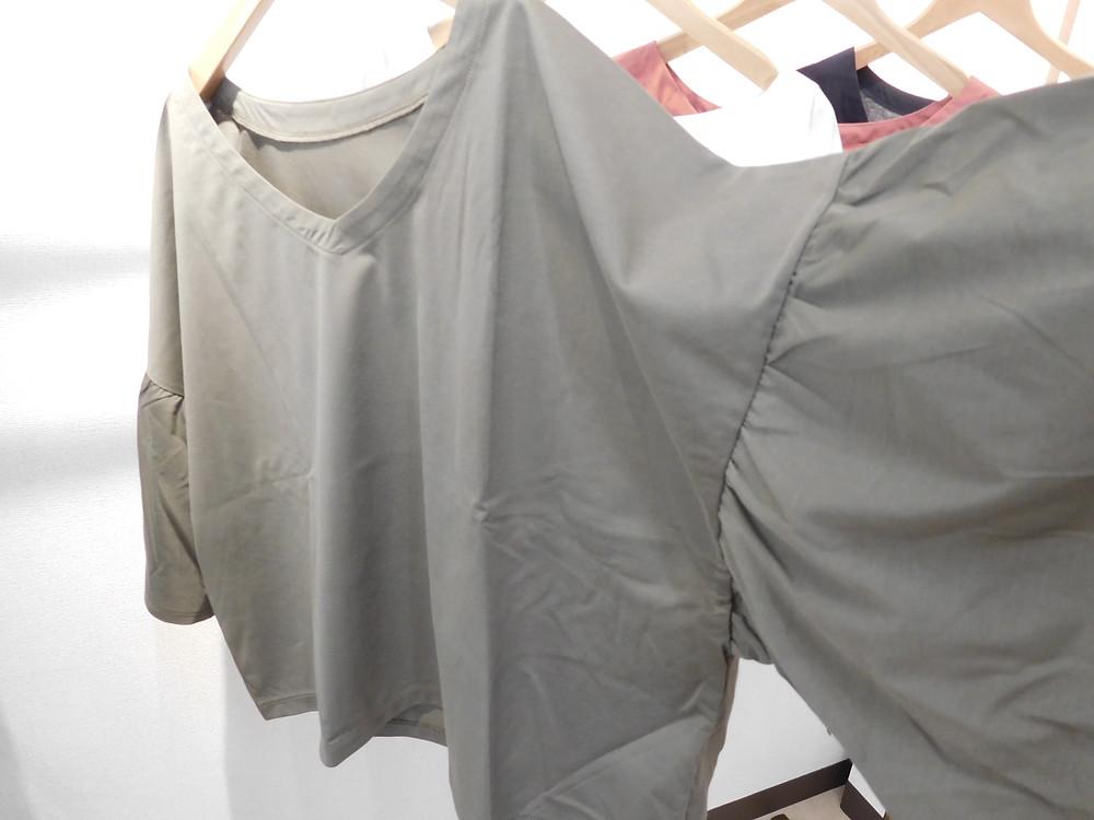 お袖のデザインがオーバーサイズなので楽です。
