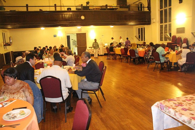 Iftar-with-members-of-Grace-Episcopal-Church (1)