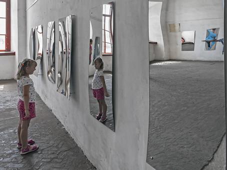 Como a criança pode desenvolver distorção de imagem corporal