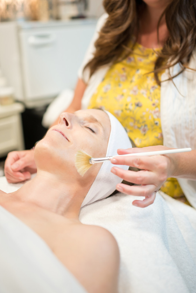 What are Oxygen Facials and Why it is till the Red Carpet Favorite Facial