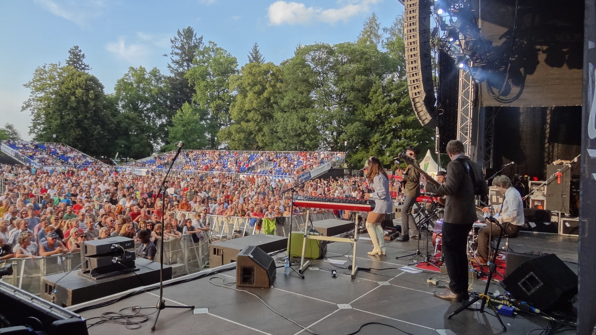 On tour in Germany with Simply Red