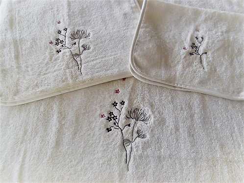 Flowers Towels by St. Pierre Home Fashions