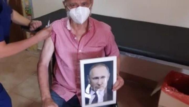 """Gasparini con la foto de Putin:""""Estoy muy agradecido. Se ha dicho que se vacunaba con veneno"""""""