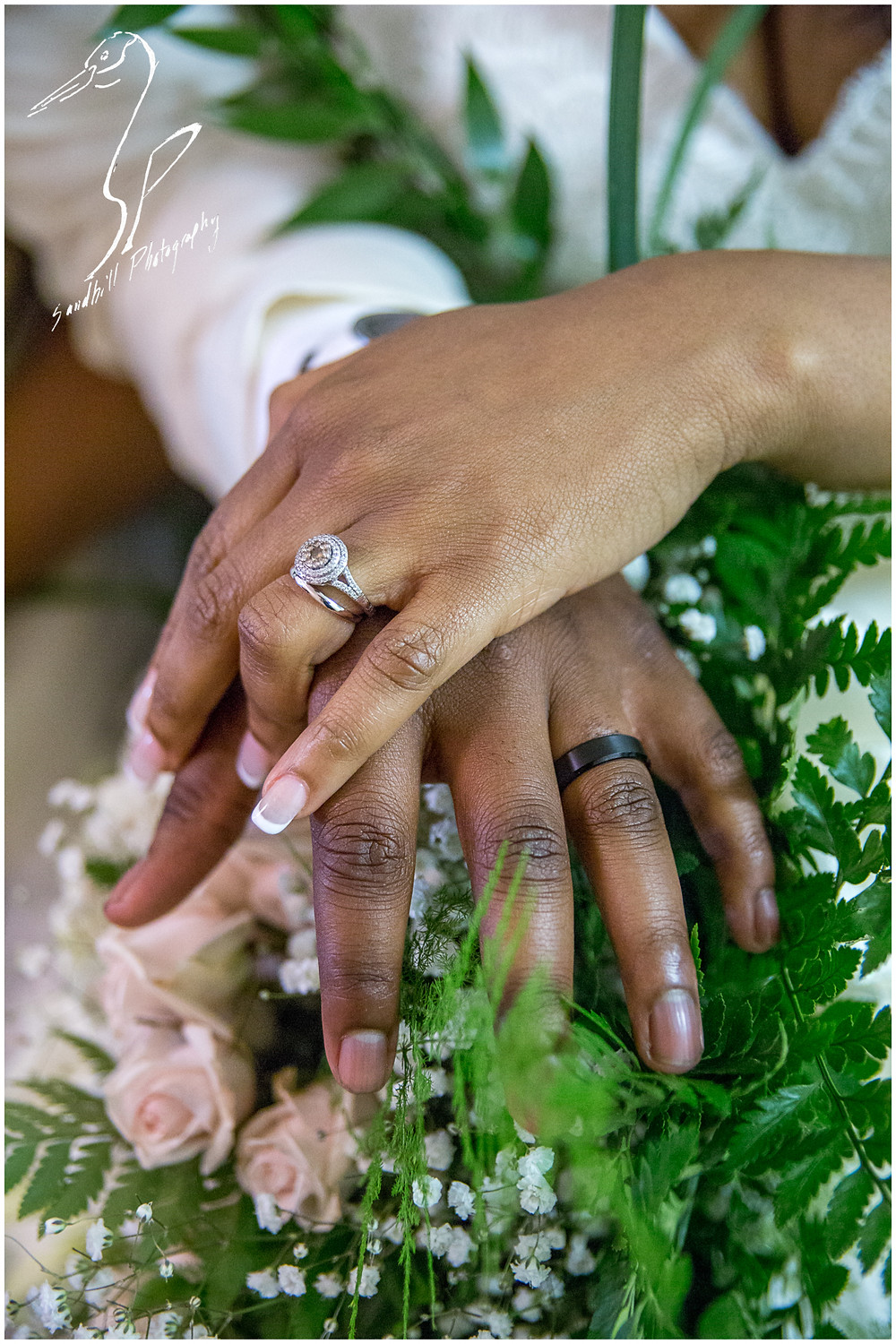 Bradenton Wedding Photographer, detail shot of the bride and grooms hands with their new rings at United First Methodist Church of Seffner