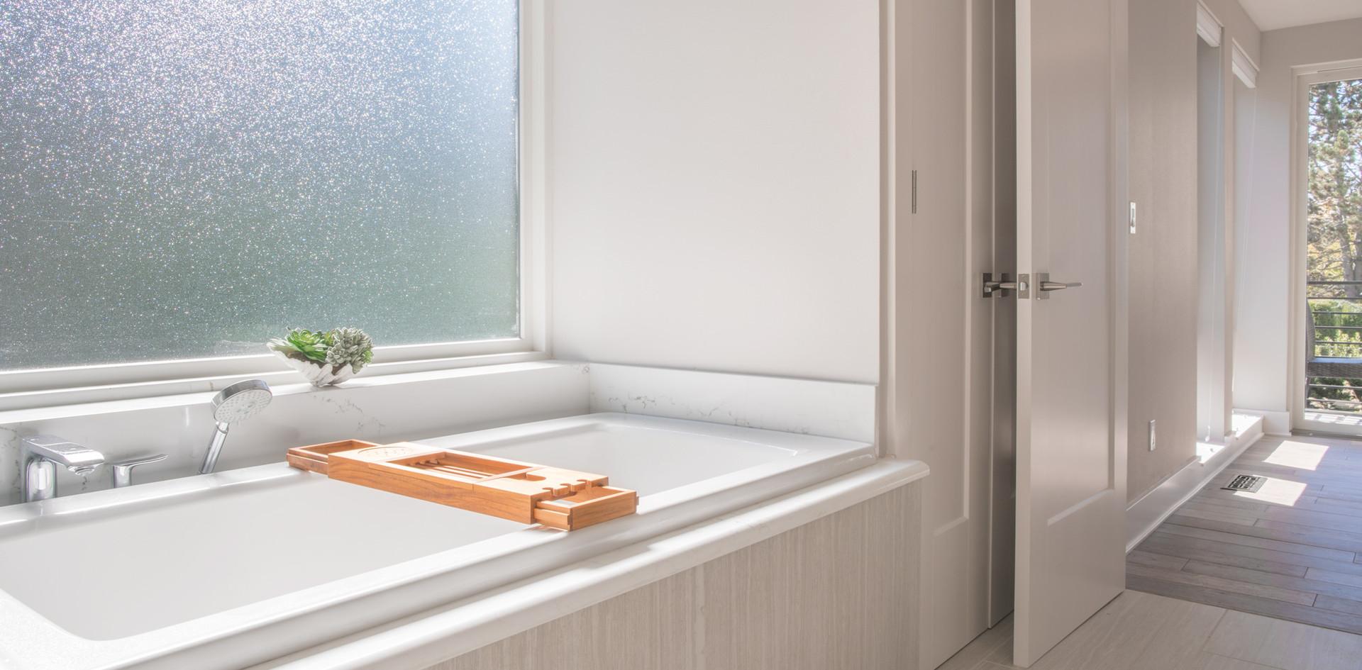 Kirkland-Bathtub.jpg