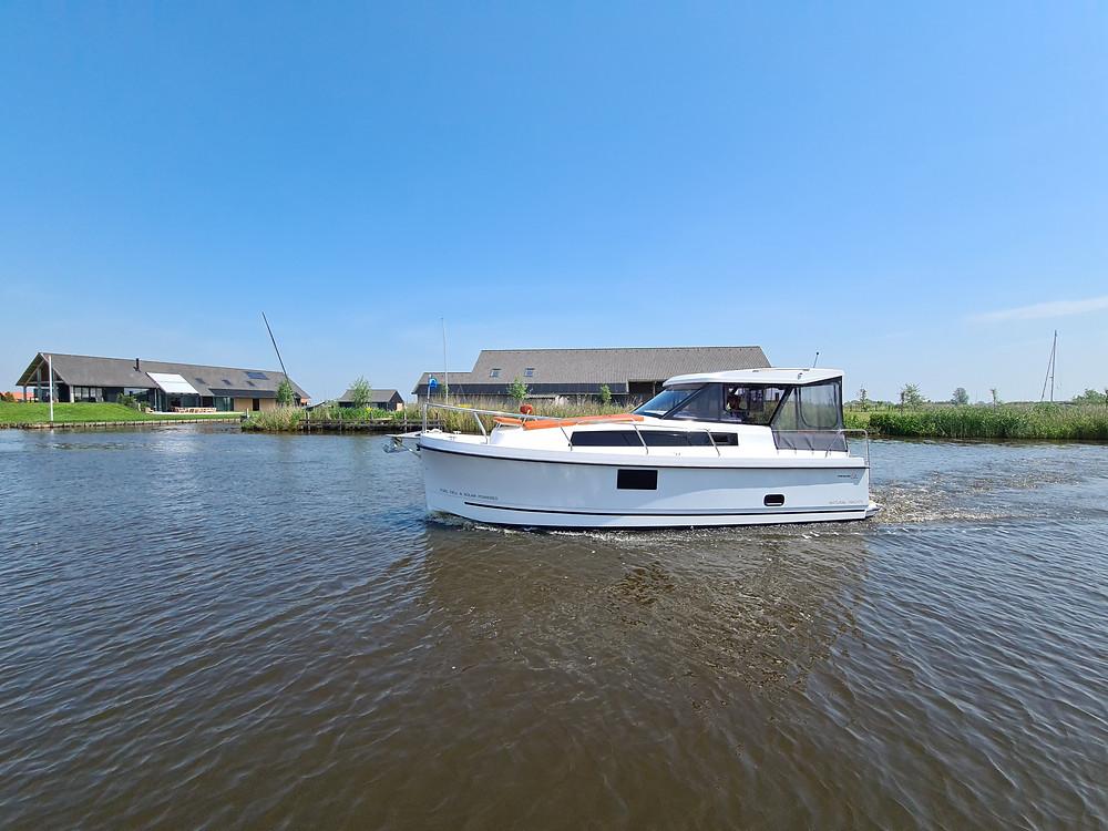 Nexus Revo 870 Electric & Solar Powered boat