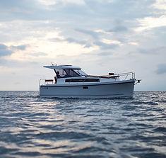 Nexus Revo 870 Hardtop Electric & Solar Powered Motorboat for charter