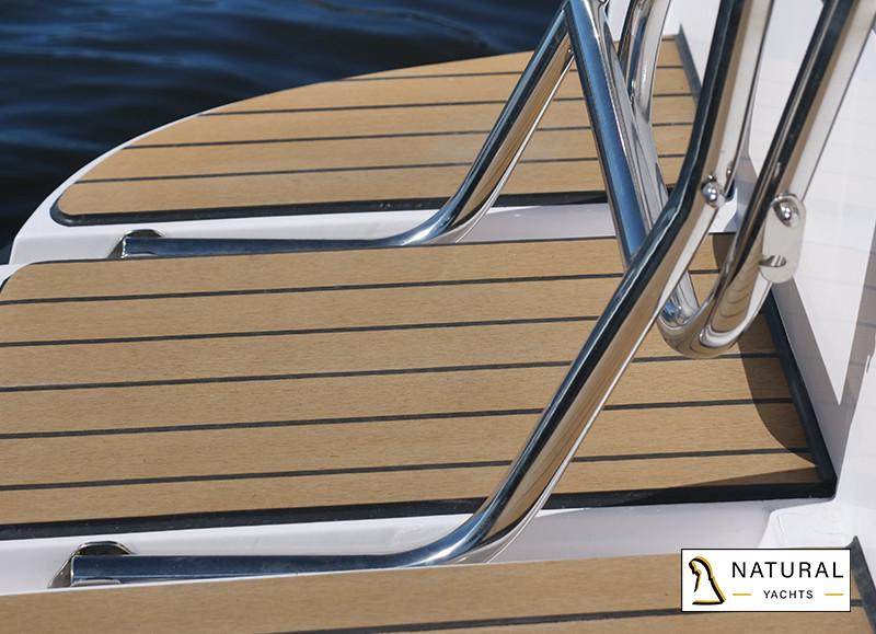 Nexus Revo 870 Electric Convertible Motor Yacht