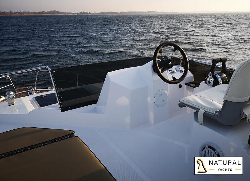 Northman 1200 Flybridge Motoryacht