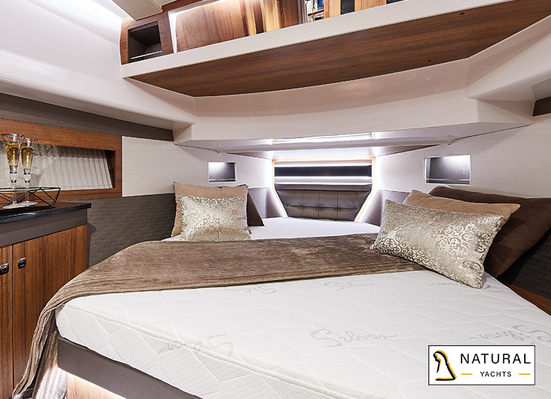 Northman 1200 Flybridge Motor Yacht masterbedroom