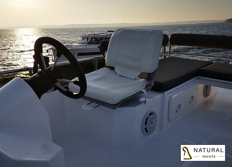 Northman 1200 Flybridge Motor Yacht