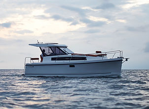 Nexus Revo 870 Hardtop Electric and Solar Powered Motorboat for Charter