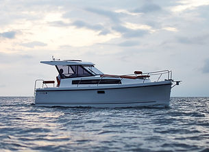 Nexus Revo 870 Electric & Solar Powered Motorboat for Charter