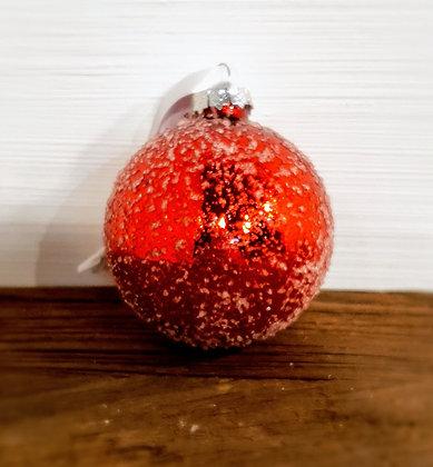 Decostar Weihnachtskugel, rot mit Schnee