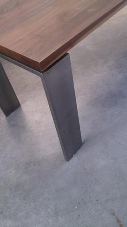 Tisch-Massivholz-ranz-raumkonzepte-schre