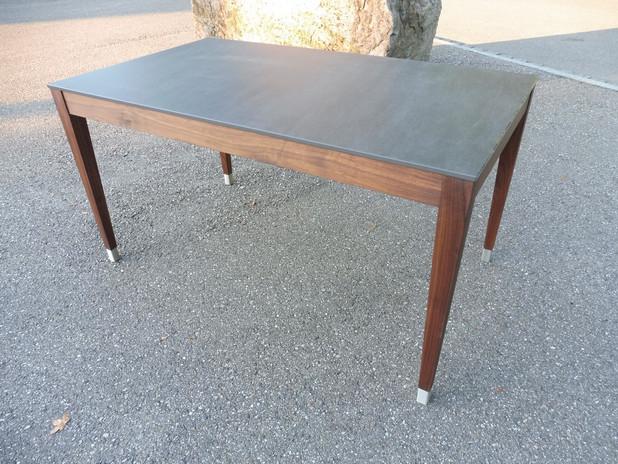 Tisch-Metal--Keramik-Nussbaum-Schreiner-