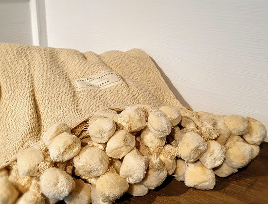 Pretty Pompon Throw natural