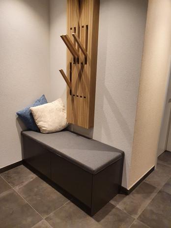 Garderobe-Eiche-rissig-lackiert-grau-ant