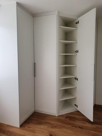 Kleiderschrank-Schreiner-2020-modern-Lac