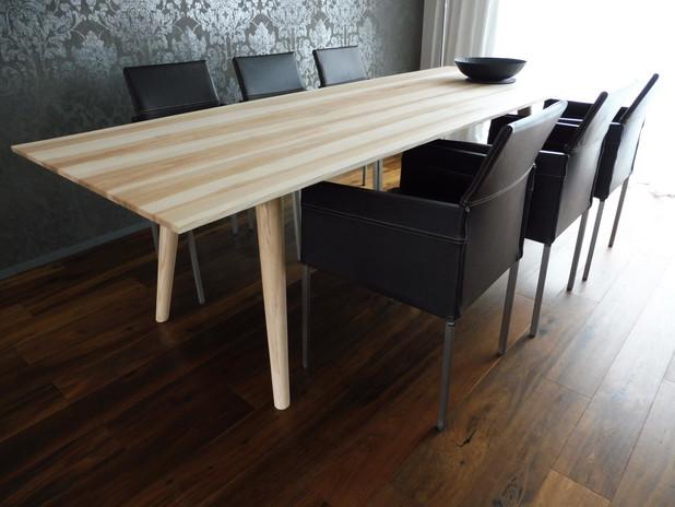 Tisch-ranz-raumkonzepte-schreinerei-tisc