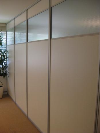 ranz-raumkonzepte-schiebetürsysteme-lörrach-weil-am-rhein-basel-schreiner-glas-spiegel-satiniert-raumtrennung-büro-objekt-lösung