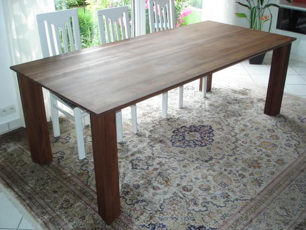 Tisch-Esstisch-Massiv-wuchtig-Beine-gera