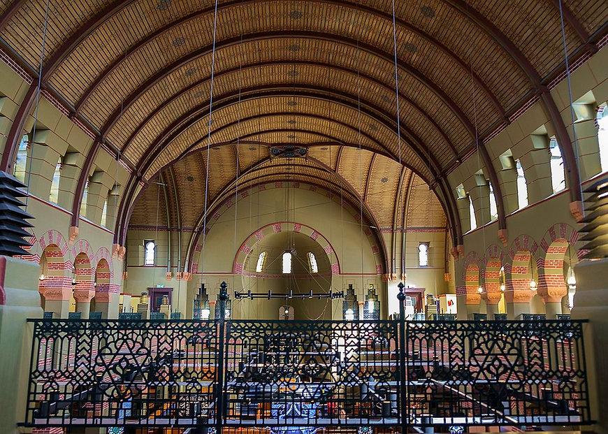 1200px-Synagoge_Groningen_-_interieur_(2