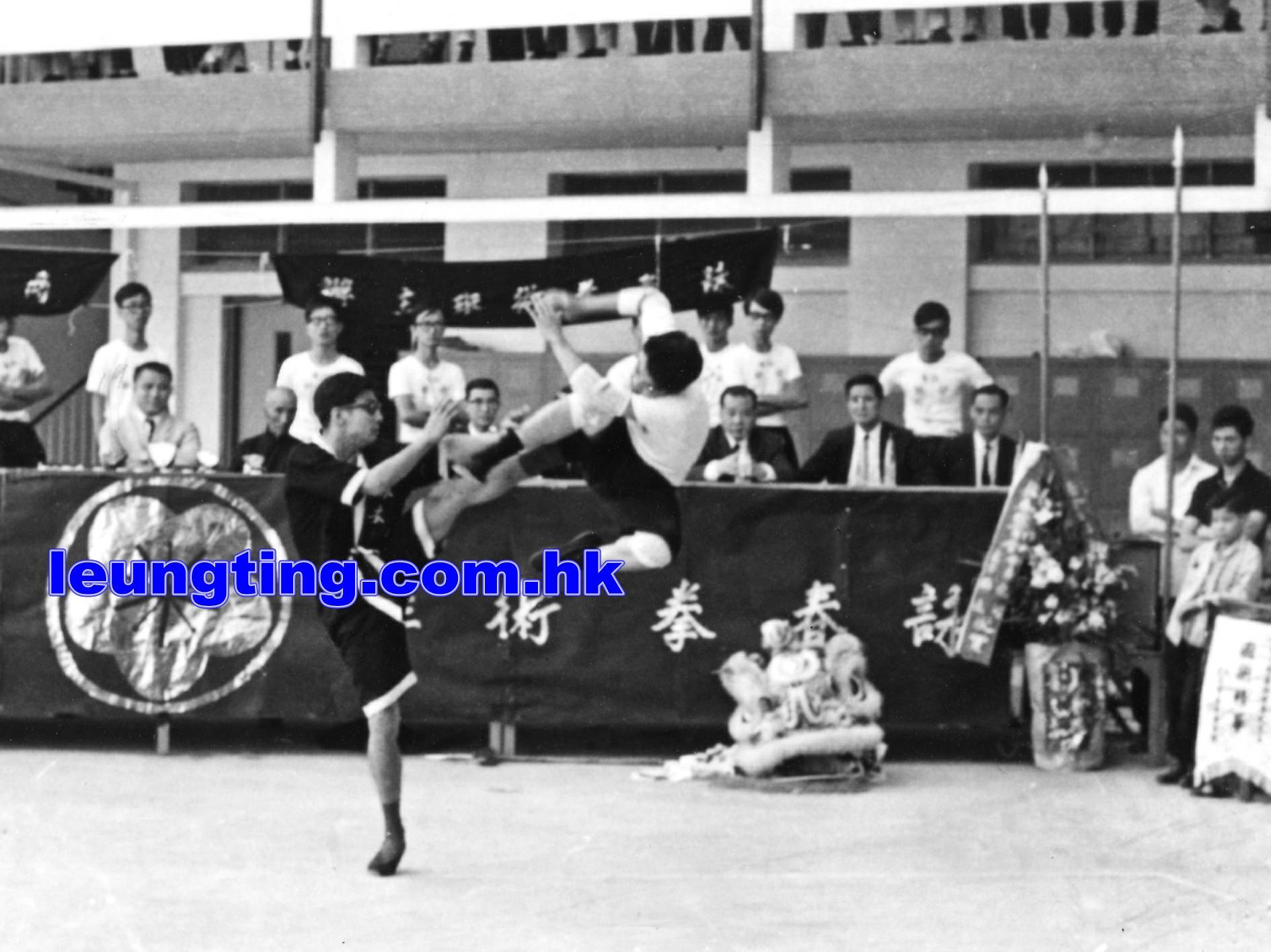 1969年梁挺師傅浸會大學表演時攝. 葉問宗師為列席貴賓