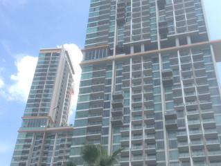#126 Riviera(ナクルア地区)1ベッドルーム 高層階パタヤ側角部屋シービュー 67m2