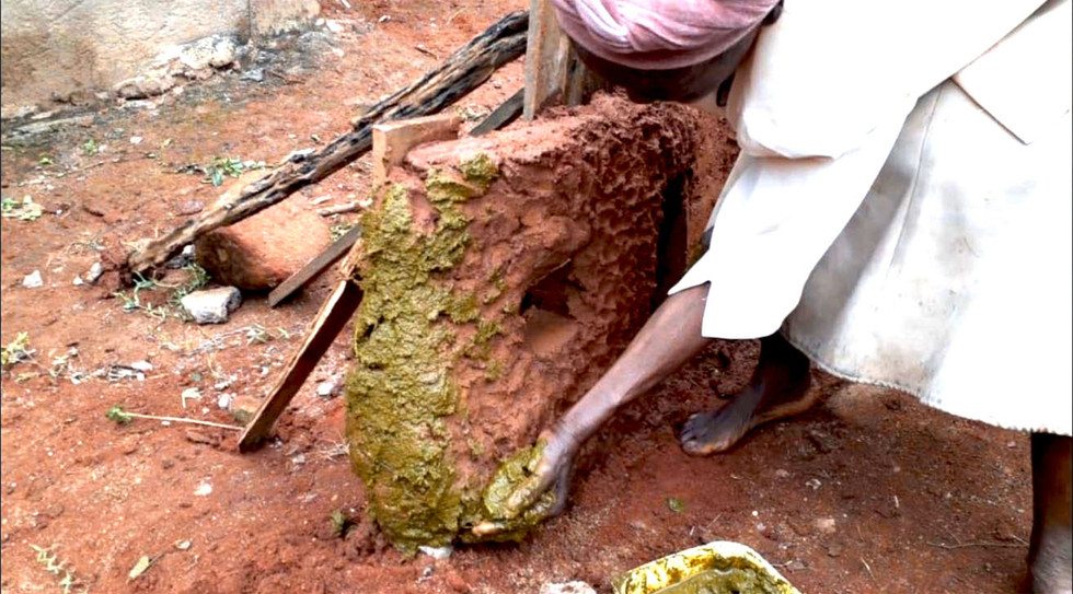 Cow dung as plaster. Mashaba, IT_Unit 17_2020.