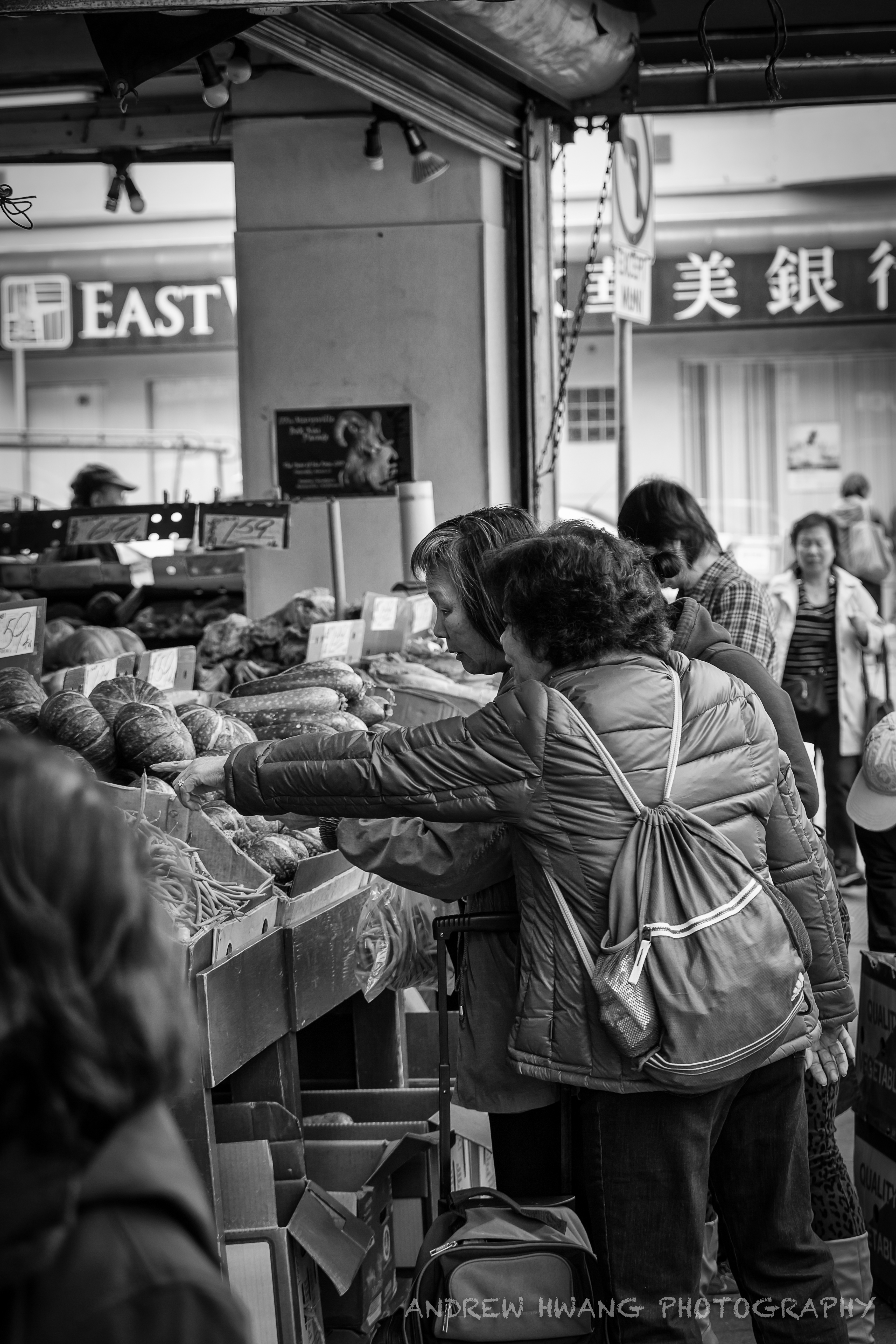 People of Chinatown B&W