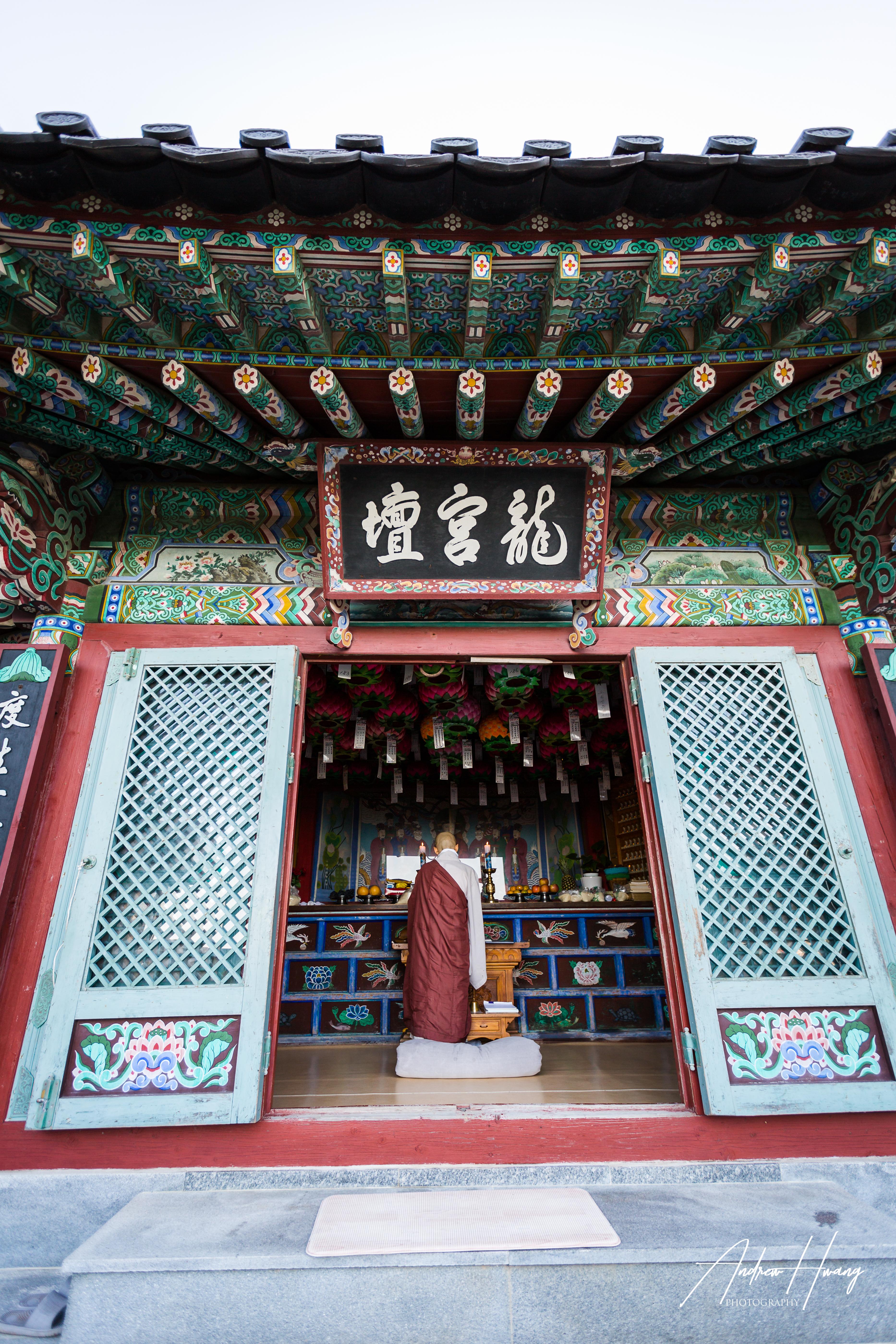 Monk Prayers_Hae Dong Yong Gung Temple
