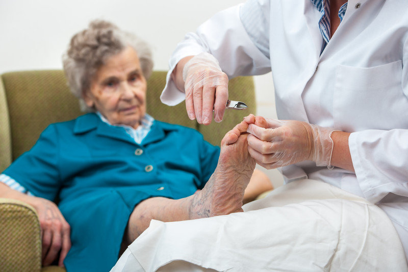 mobile-Manicure-or-Pedicure-for-Seniors-