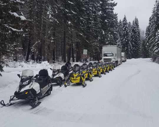 Snow line up! Only the best sleds for our guest