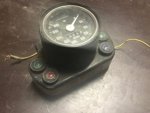 Tachometer s obalom a kontrolkami