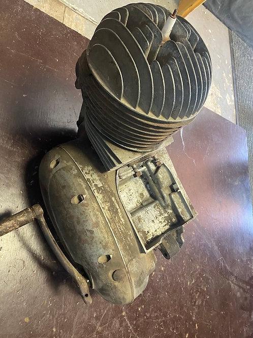Motor ČZ 175/450 pretáča a radí