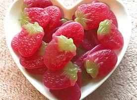 vegan%20giant%20strawberries%20jpeg%20tiny%20png_edited.jpg
