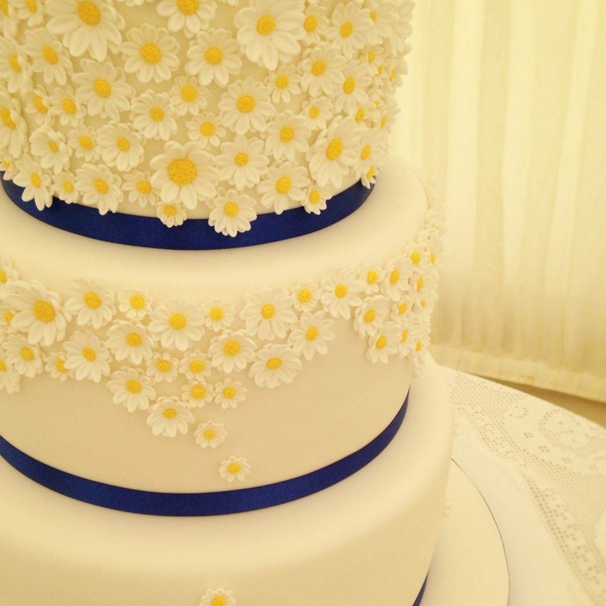 Daisy Wedding Cake square