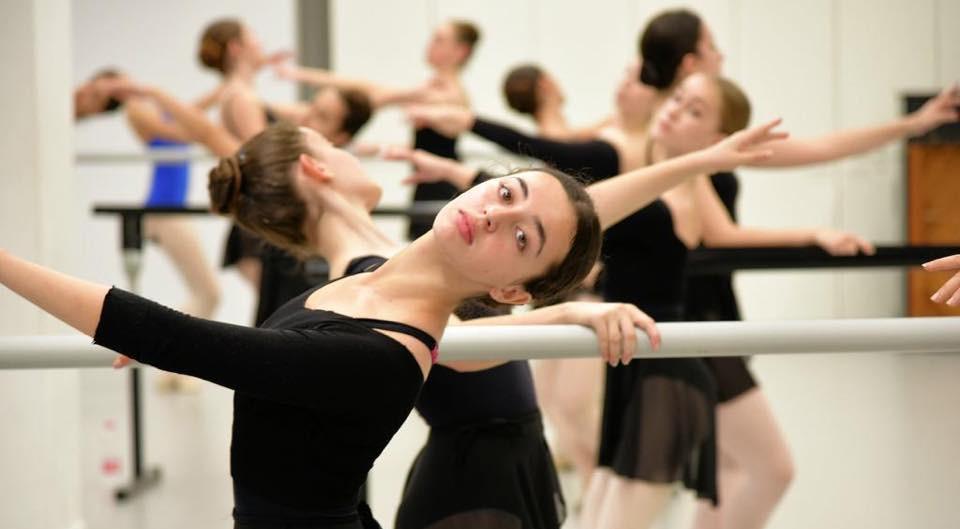 רקדניות מרכז ביכורי העיתים