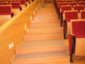 מדרגות עץ בוק לאולם