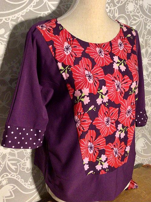 Haut violet fleur rouge  manches 3/4 taille M