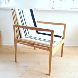 To danskdesignede loungechairs i eg