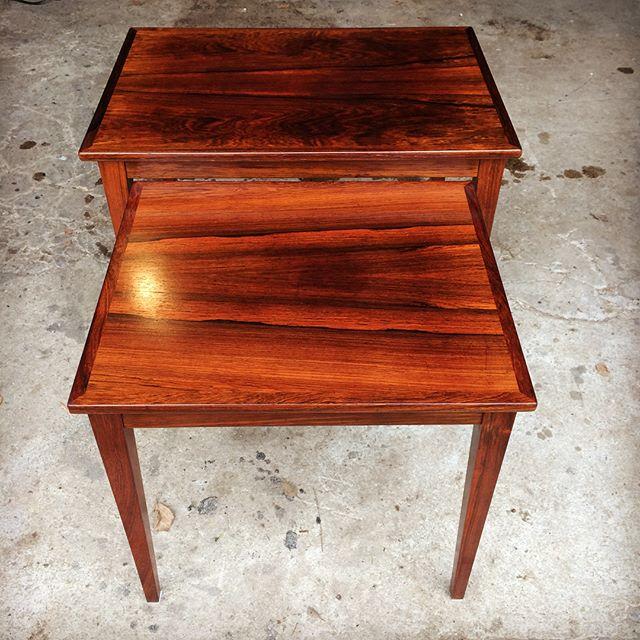 To meget smukke indskudsborde i palisander. Designer ukendt, men god kvalitet og stand