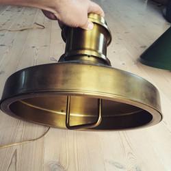 Holmegaard Skibslampe i messing med hejseværk