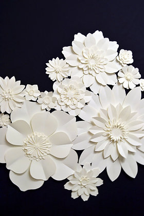 Pack of large paper flowers