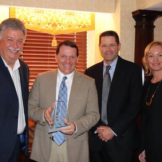 Graves Recieves Regional Airline Association Leadership Award