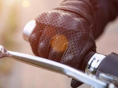 Come risolvere il problema dei guanti da moto che perdono colore sulle mani
